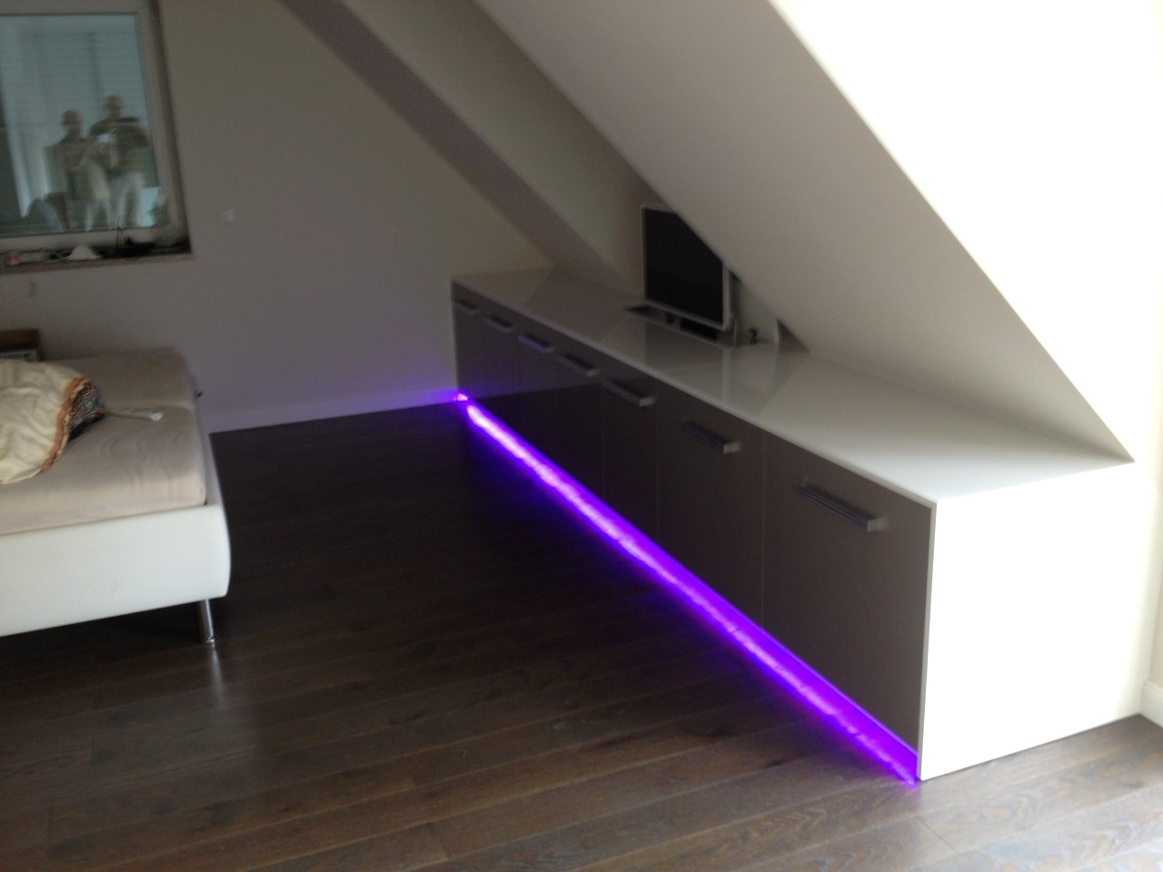 TV-Board Lowboard mit LED-Beleuchtung